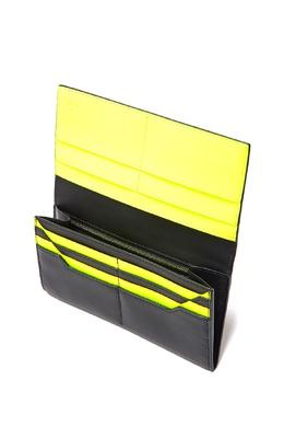 Черный клатч из гладкой кожи с желтыми вставками Fendi 1632135175