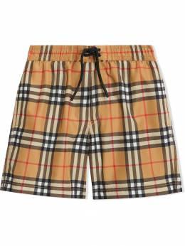 Burberry Kids плавательные шорты в винтажную клетку 8007153