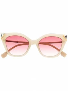 Fendi Eyewear - солнцезащитные очки в оправе 'кошачий глаз' с отделкой 353GS938859560000000