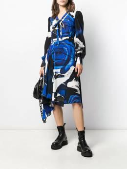 Alexander McQueen - платье с графичным принтом и драпировкой 068QDAAA955606800000